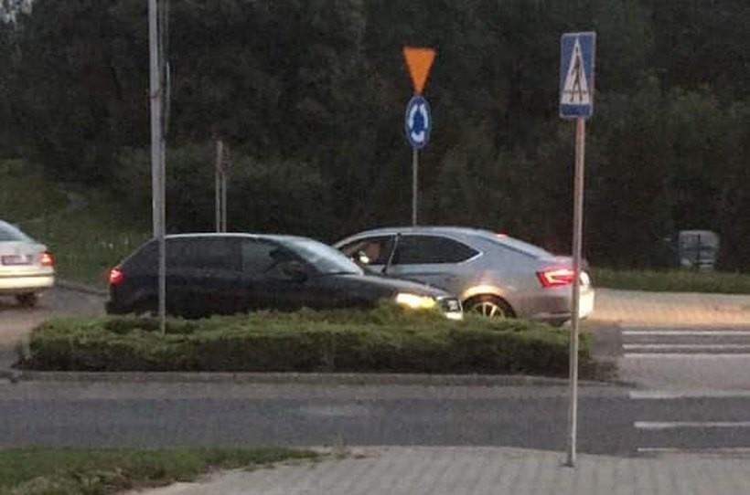 Audi wjechało pod prąd, kierowca uderzył w inne auto. Jest nagranie tego zdarzenia