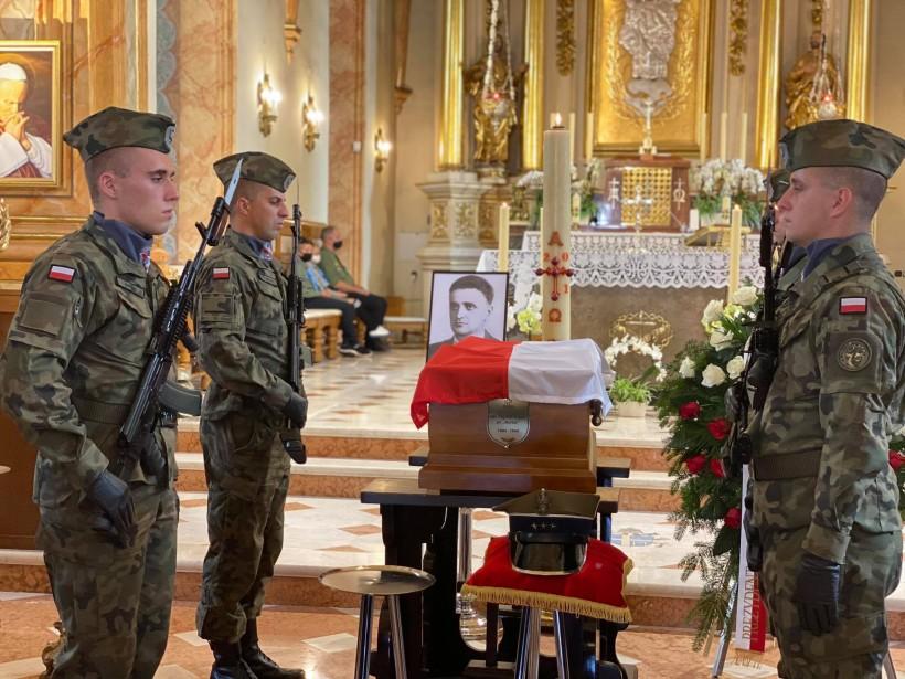 Duża uroczystość w Wadowicach. Po 77 latach żołnierz AK doczekał się godnego pogrzebu