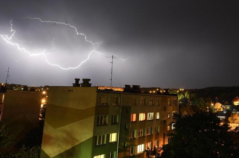 Alert RCB dla Małopolski! Burze, silny wiatr, ulewny deszcz, a nawet grad