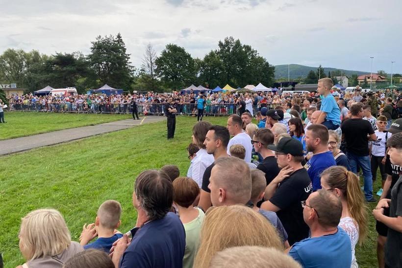 Setki osób na Pikniku Militarnym. Impreza się udała, mimo fatalnej pogody