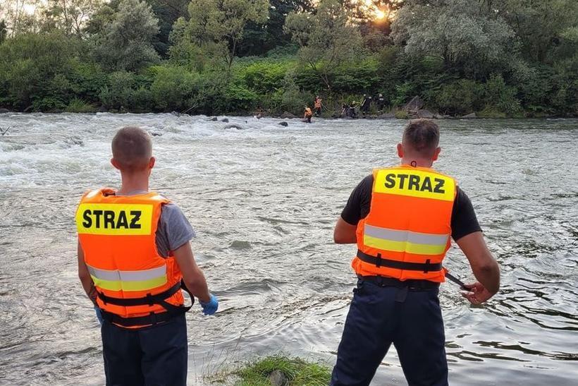 Mężczyzna wskoczył do rzeki ratować psa. O mały włos sam nie zginął