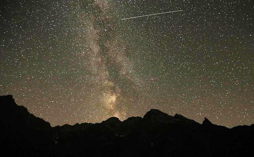 """W nocy maksimum Perseidów. W godzinę można dostrzec nawet ponad 100 """"spadających gwiazd"""""""