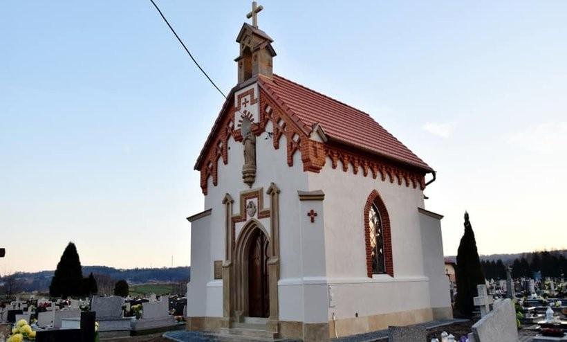 Kaplica cmentarna w Ryczowie obrabowana. Złodziej zwinął miedzianne rynny