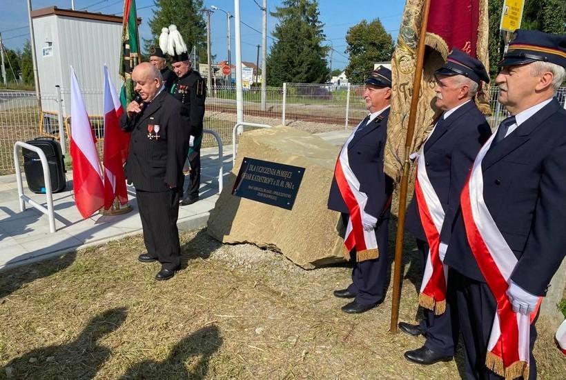Odsłonili nowy pomnik w Wadowicach. Co upamiętnia ten głaz?