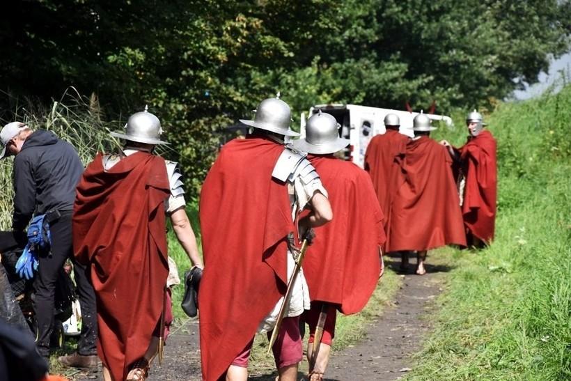 """Rzymscy legioniści kręcą się po spytkowickich lasach. """"Dziwne, bo mówią po niemiecku"""""""