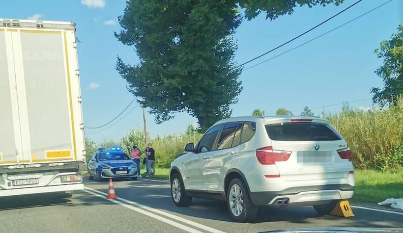 Wypadek w Inwałdzie, ranna jedna osoba. Duże korki aż do Andrychowa