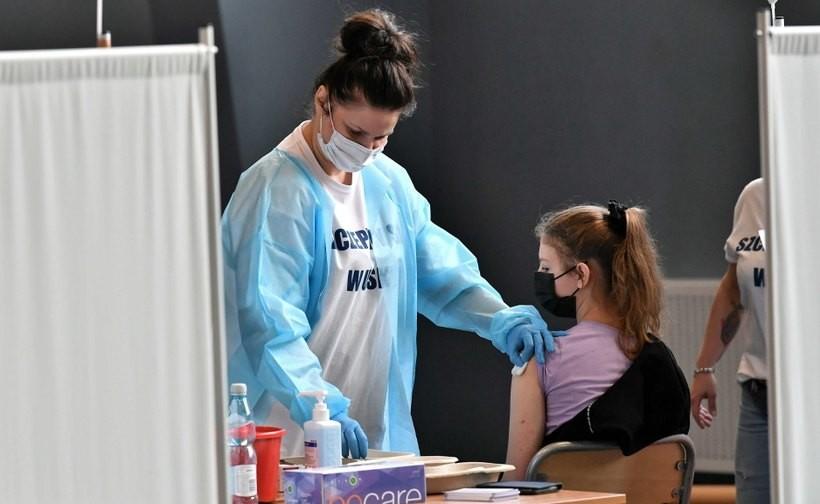 Rozpoczynają akcję szczepień w szkołach. Sprawdzają, ile jest deklaracji