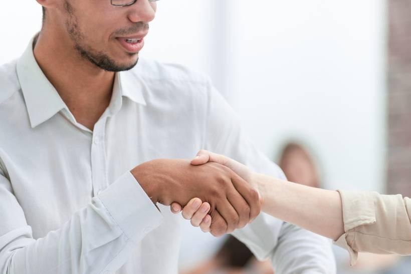 Poszukiwanie pracy – samemu czy przez agencje rekrutacyjne?