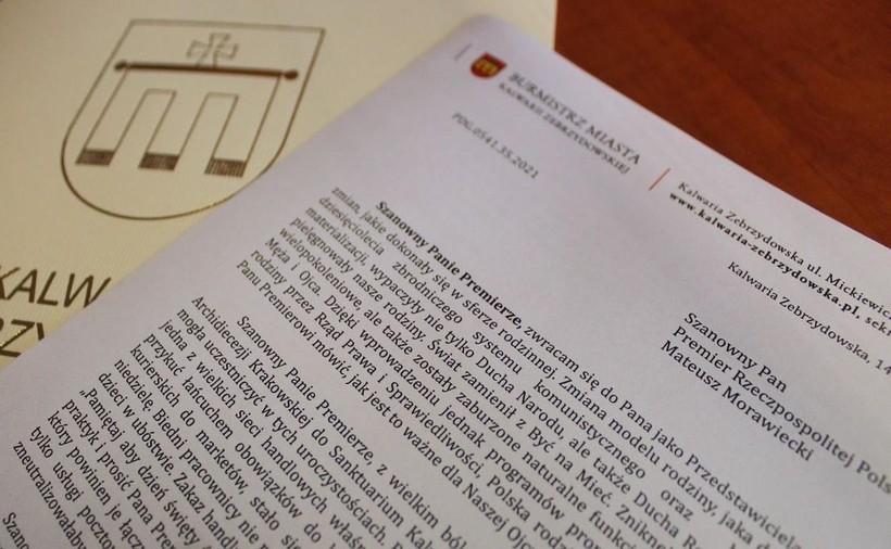 Zakaz handlu w niedzielę to fikcja? Burmistrz Kalwarii do premiera o przykuwaniu pracowników łańcuchem