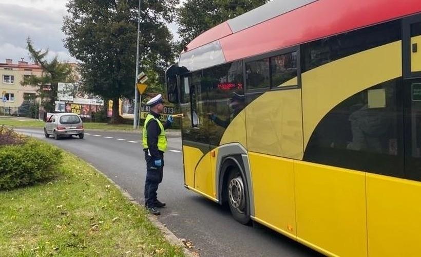 """Kierowca na rauszu wiózł 30 dzieci do szkoły. Policja: """"Kompletny brak odpowiedzialności"""""""