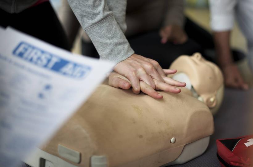 Szkolenia z pierwszej pomocy dla firm: na jakie aspekty warto zwrócić szczególną uwagę?