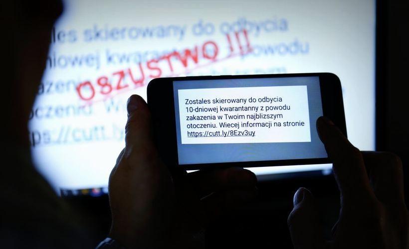 Uwaga na fałszywe smsy o kwarantannie. Policja namierza kolejnych oszustów