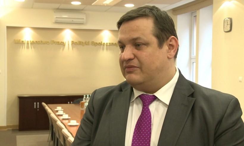Jacek Męcina, wiceminister pracy i polityki społecznej, pozytywnie ocenia zmiany w pośredniakach