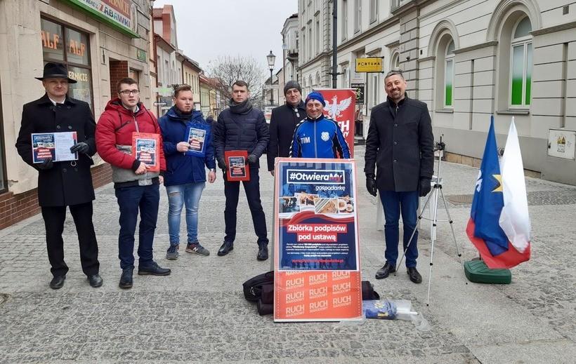 Akcja Konfederacja w Wadowicach. Mają broszury i nie zawahają się ich użyć