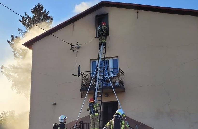 Pożar w domu w Wadowicach. Mężczyna spadł ze schodów, uciekając przed ogniem