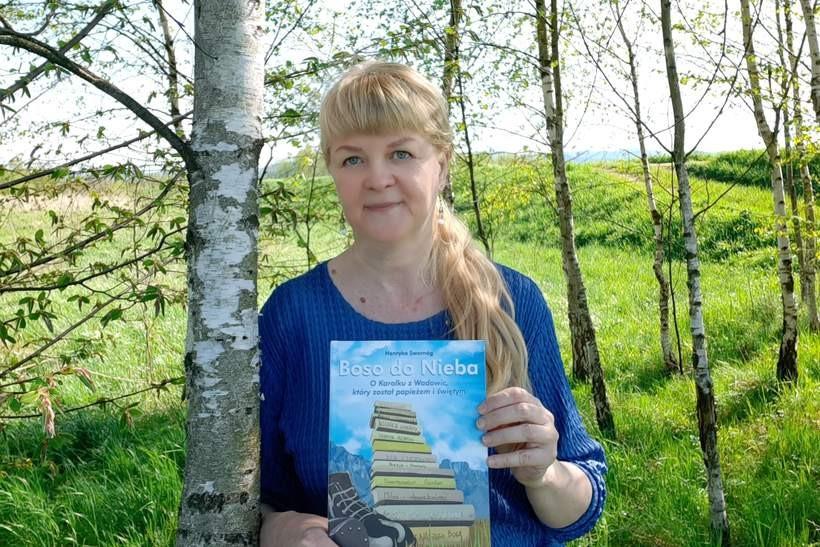 Wadowiczanka promuje swoją kolejną książkę. Spotkanie z Henryką Swornóg w bibliotece