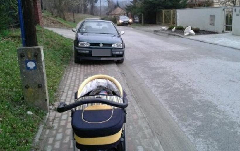 Niektórymi chodnikami nie da się przejechać wózkiem