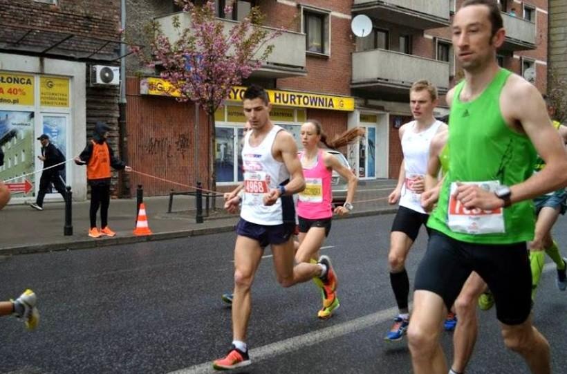 Paweł na trasie maratonu w Warszawie