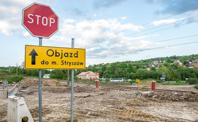 Wójt Stryszowa oburzony słowami rzecznika RZGW. Kiedy koniec problemów przy budowie jeziora?