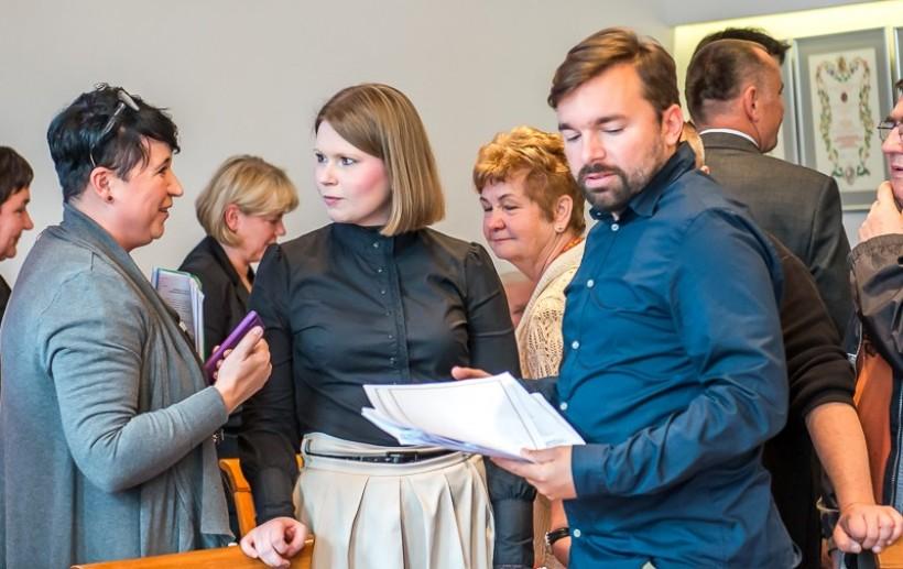 Burmistrz Klinowski i jego urzędnicy zdecydowali o ogłoszeniu konsultacji społecznych w sprawie koszy na śmieci