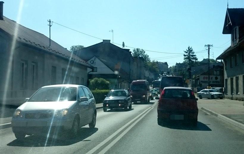 """Upadł i spory ruch na drogach towarzyszył kierowcom powracającym  z tzw. """"długiego weekendu"""""""
