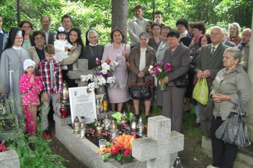 Wierni spotkali się rówież przy grobie Sługi Bożego o. Rudolfa na wadowickim cmentarzu