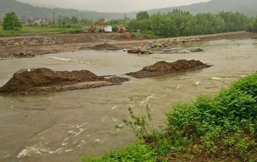 W Jaroszowicach prowadzone są prace wiążane z regulacją brzegów rzeki