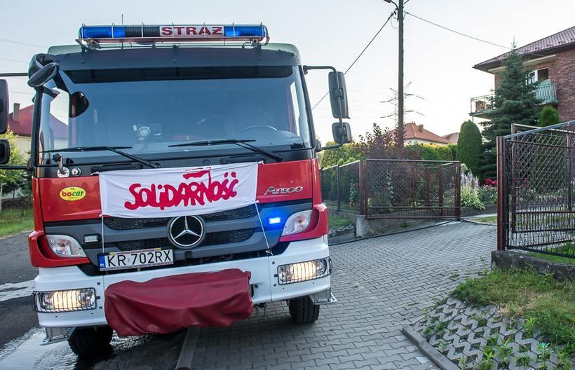 Strażacy nie mogą strajkować, więc akcja polega na oflagowaniu jednostek straży pożarnej, samochodów gaśniczych