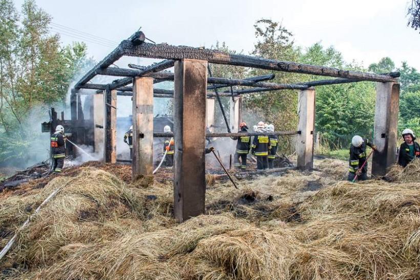 Stodoła w Stryszowie spłonęła od uderzenia pioruna