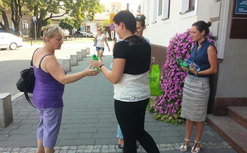 Za akcją rozdawania darmowej wody mineralnej w Andrychowie stoją dwie firmy: Wizan i Wosana