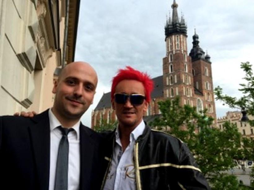 Sławek jest jednym z najlepszych pokerzystów w kraju. W 2013 roku wraz z czterema zawodnikami z Warszawy oraz Skarżyska Kamiennej sięgnął po drużynowe mistrzostwo Polski w pokera online