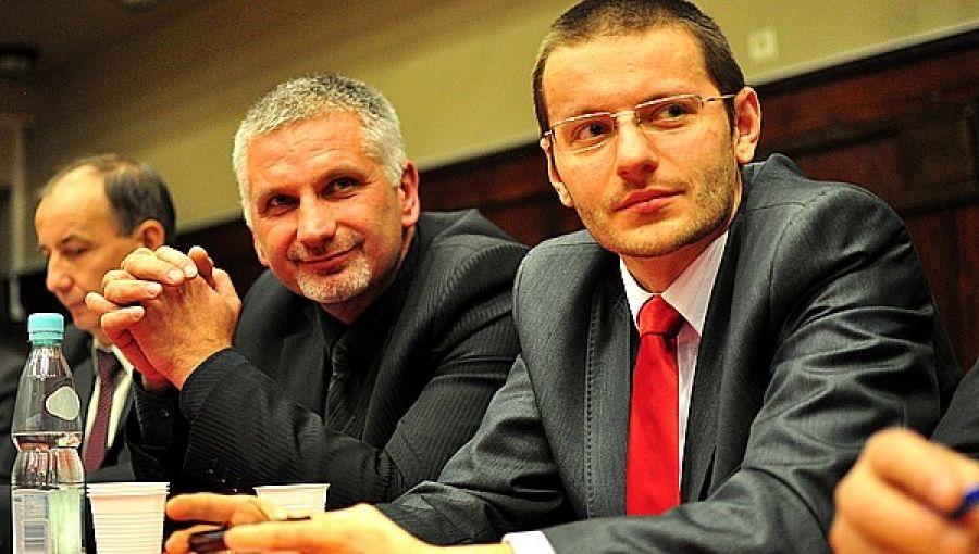 Przewodniczącym nowego klubu w Radzie Powiatu został Bartosz Kaliński, na zdjęciu w towarzystwie radnych PiS Ireneusza Cholewy i Jerzego Sikory