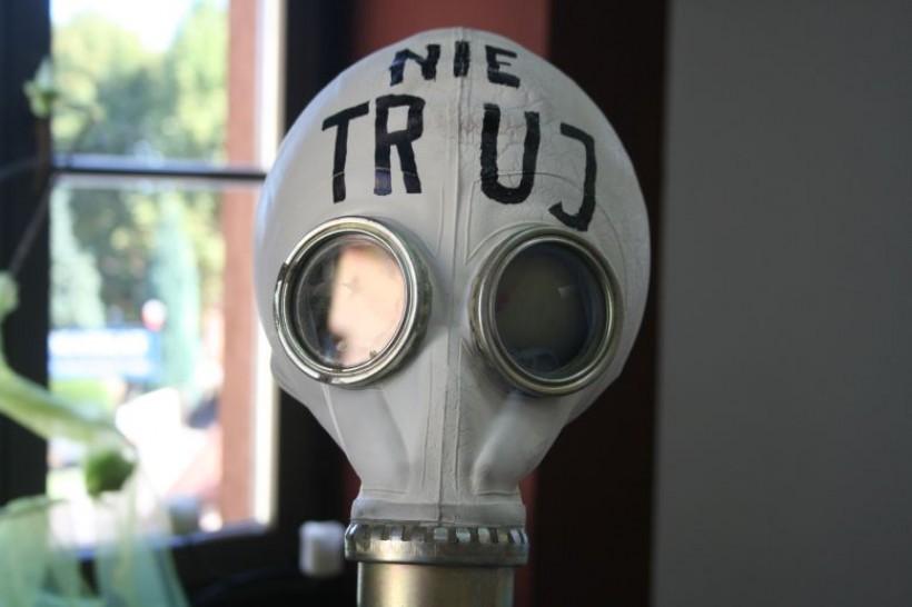 Z wnioskiem o przeprowadzenie badań występował Jerzy Rojek, lokalny działacz społeczny, który przypomina stale o swoim apelu przychodząc na sesję Rady Miasta z maską przeciwgazową
