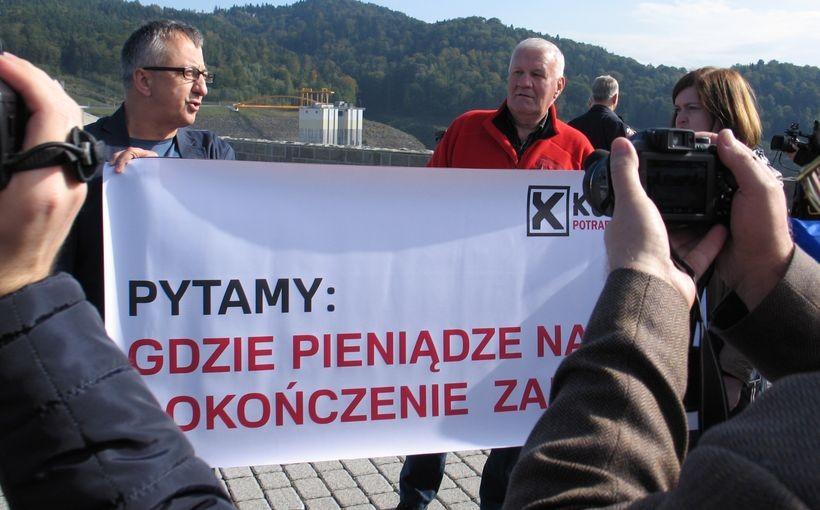 Kandydaci Ruchu Kukiza zorganizowali na zaporze w Świnnej Porębie protest