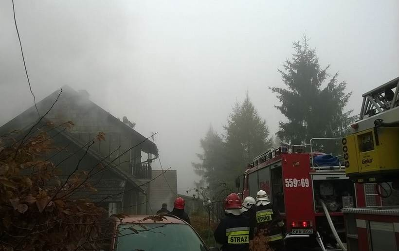 To była jedna z najdłuższych akcji ratunkowych w ostatnim czasie. Strażacy gasili poddasze