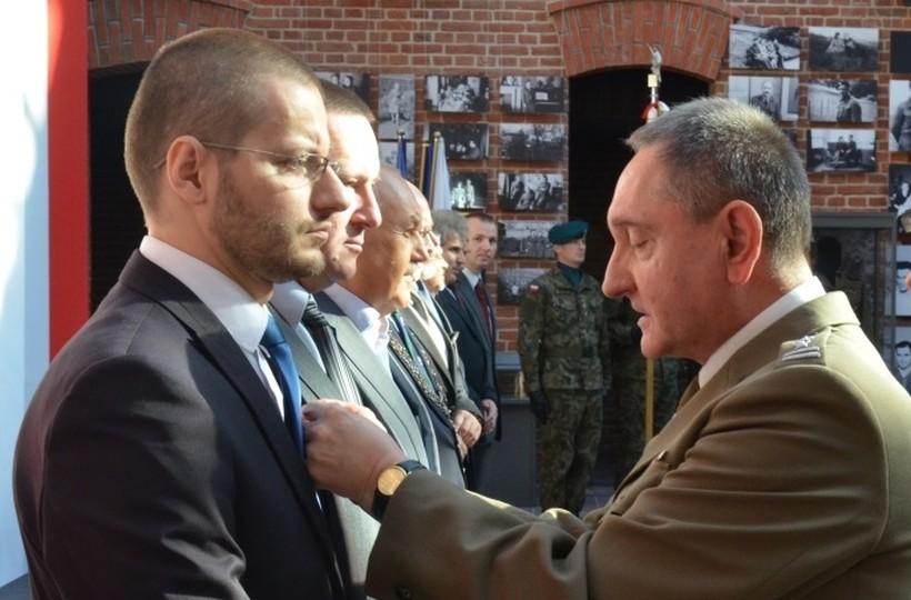 Starosta Bartoszkaliński odznaczony za zasługi dla obronności kraju