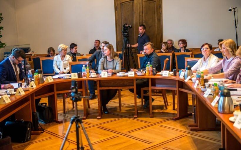 Podczas ostatniej sesji Rady Miasta przedstawiono radnym jedynie suchu raport o stanie gminnej oświaty