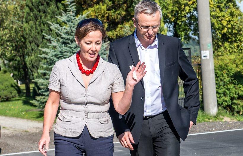 Renata Skorczyńska deklaruje, że w sprawach gminy Tomice jest gotowa rozmawiać z każdym. Na zdjęciu Skorczyńska i jej konkurent W. Grabowski