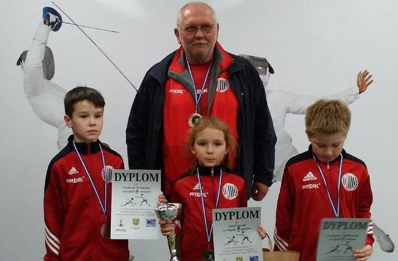 Brązowa drużyna z Lubina  z trenerem Olesiakiem