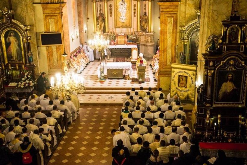 Wieczorem uczestnicy obrad spotkali się na wspólnej mszy świętej w bazylice Ofiarowania NMP