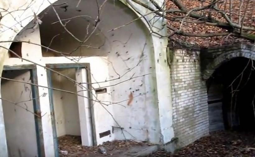 """Tajemnica """"bunkra"""" w Świnnej Porębie ostatecznie wyjaśniona. Czym więc jest ta budowla?"""