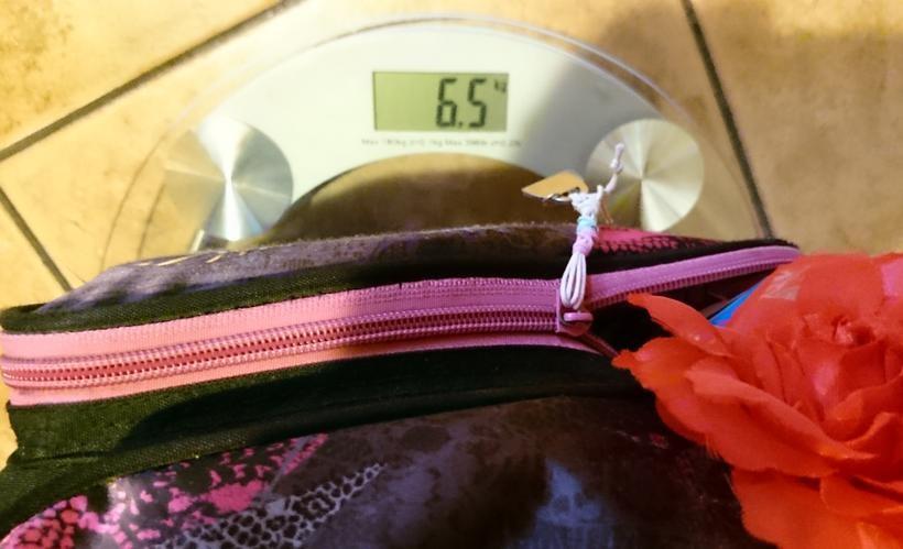 Dziecko ważące ok. 40 kg powinno nośić plecak, którego waga nie przekracza 4 kg. Tymczasem, bardzo często jest inaczej