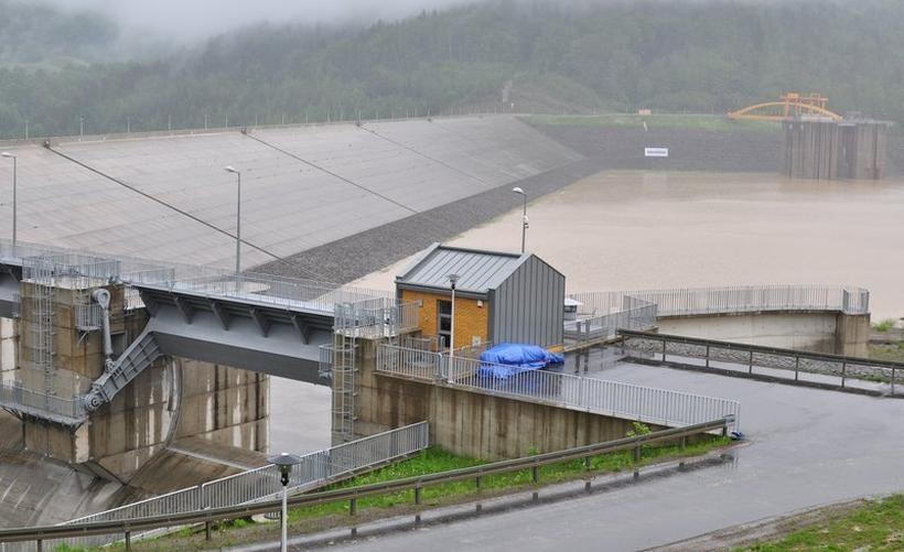 Elektrownia w zaporze w Świnnej Porębie ma przynosić dochody już w tym roku