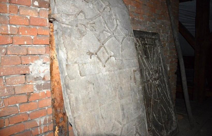 Słynne drzwi znajdują się dziś na kościelnej wieży w Mucharzu
