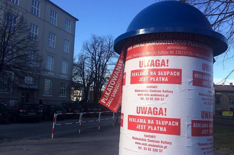 Koniec darmowego wieszania plakatów na miejskich słupach