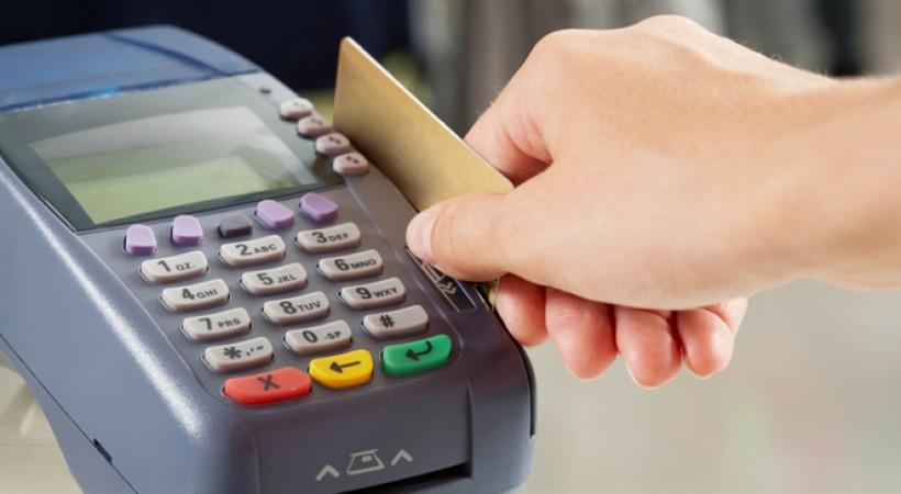Karty płatnicze wypierają tradycyjny pieniądz