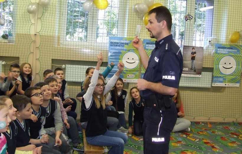 Policjant odwiedził szkołę w Kleczy