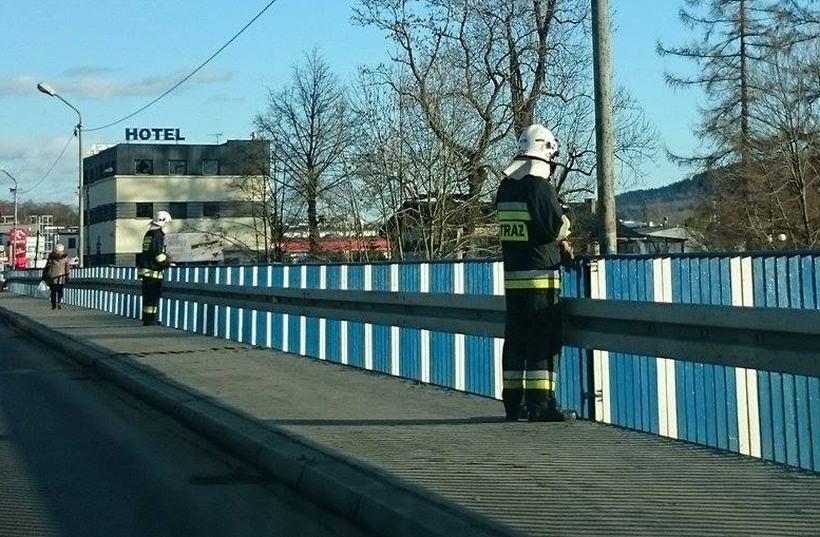 Strażacy zabezpieczyli most w Wadowicach