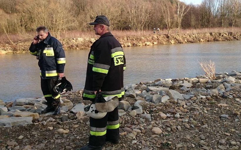 Strażacy szukają zaginionego geodety