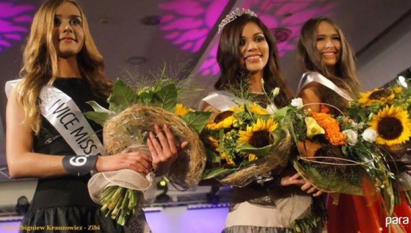 Angelika Małecka z Kleczy Dolnej (pierwsza w prawej) ciężko pracowała na swój sukces